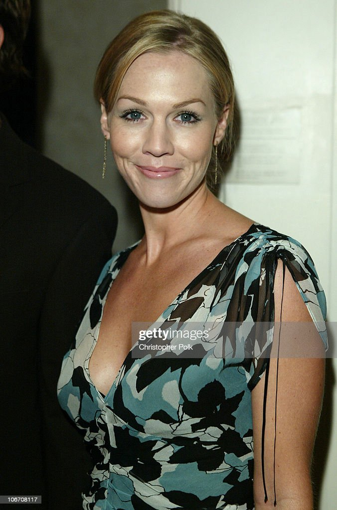 The Lili Claire Foundation's 6th Annual Benefit Hosted by Matthew Perry - Red