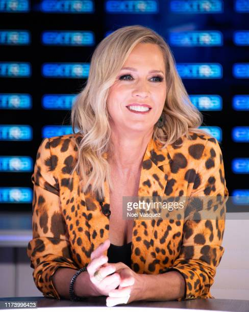 Jennie Garth visits Extra at Burbank Studios on September 11 2019 in Burbank California