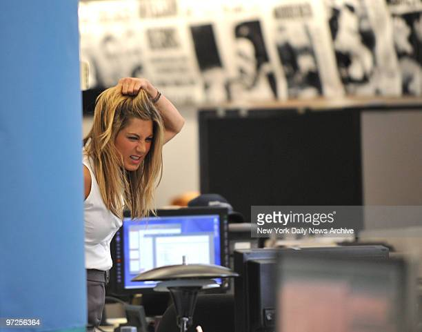 CALL Jennifer Aniston and director Andy Tennant on the set of the movie The Bounty in the Daily News offices on W 33rd St She plays a reporter in the...