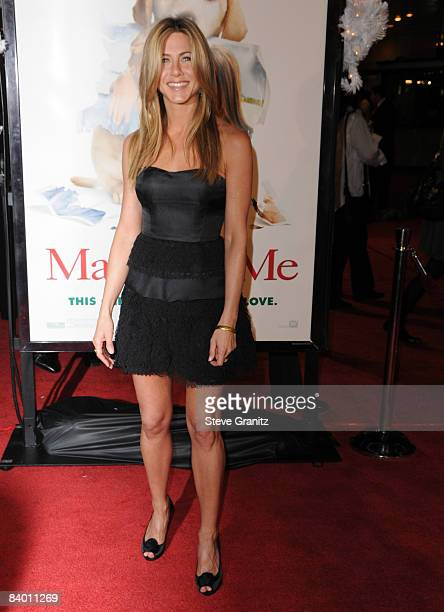 Jennifer Aniston arrives at the Los Angeles premiere of Marley Me on December 11 2008 in Los Angeles California
