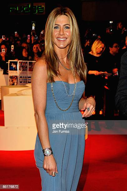 Jennifer Aniston arrives at the UK premiere of Marley & Me at the Vue Leicester Square on March 2, 2009 in London, England.
