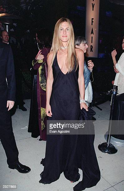 Jennifer Aniston at the Vanity Fair Party held at Morton's for the 72nd Annual Academy Awards 32600 Hollywood CA Photo Evan Agostini/Getty Images