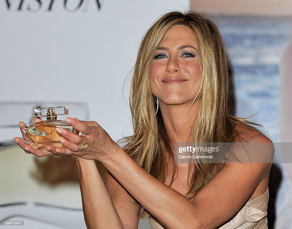 Jennifer Aniston Launches Debut Fragrance - Photocall : News Photo