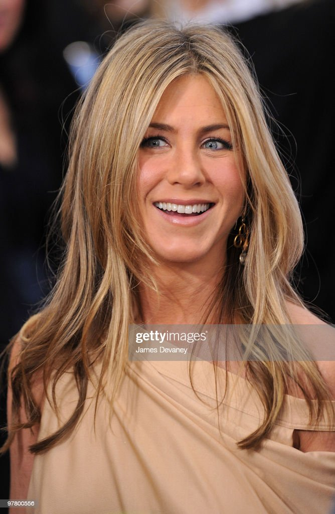 Jennifer Aniston attends the premiere of 'The Bounty Hunter' at Ziegfeld Theatre on March 16, 2010 in New York, New York City.