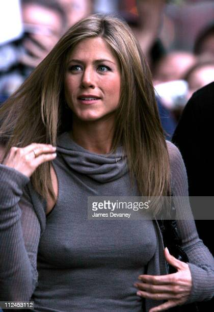 Jennifer Aniston during Jennifer Aniston 50 Cent and Rip Taylor Visit the 'Late Show with David Letterman' November 7 2005 at Ed Sullivan Theatre in...
