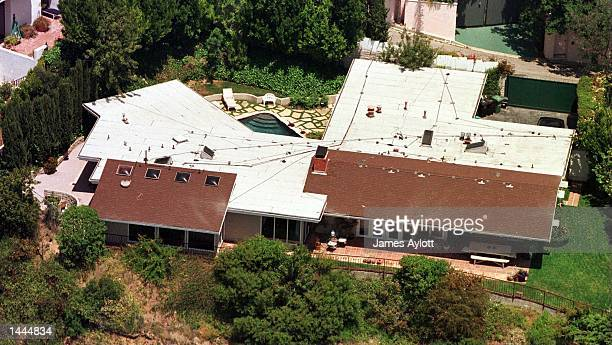 Jennifer Aniston''s mansion rests on a green lot July 27 2000 in the Hollywood Hills It was reported today that Brad Pitt and Jennifer Aniston will...
