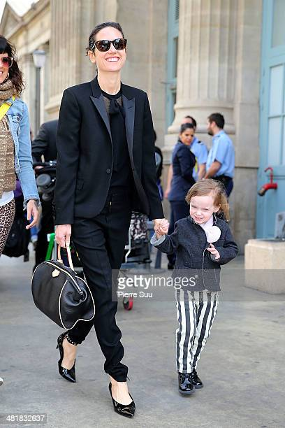 Jennifer Connelly and her daughter Agnes arrive at the gare du nord for the promotion of the movie Noah on April 1 2014 in Paris France