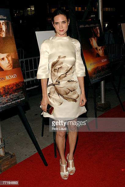 """Jennifer Connelly arrives at the """"Reservation Road"""" premeire at the United Artists' 64th St. Theater on October 4, 2007 in New York City."""