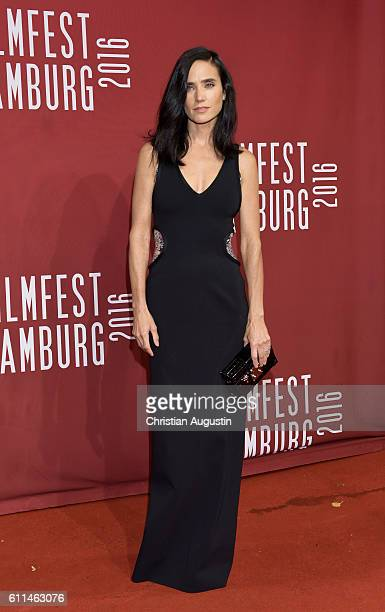 Jennifer Connelly attends the premiere of 'Amerikanisches Idyll' during the opening night of Hamburg Film Festival 2016 at Cinemaxx Dammtor on...