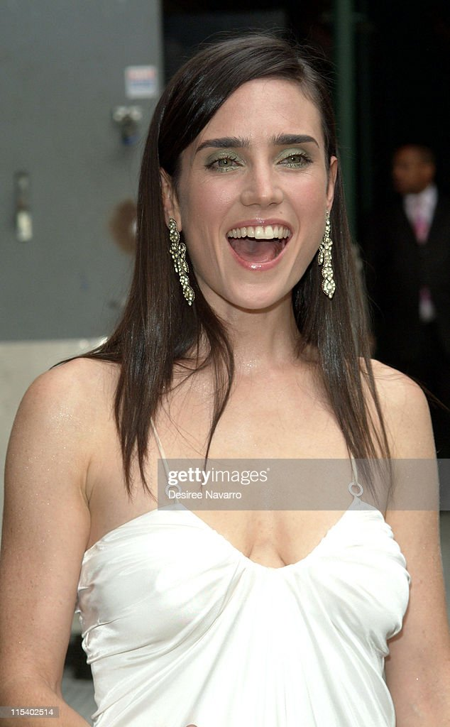 "Jennifer Connelly Visits ""The Late Show with David Letterman""- June 30, 2005"