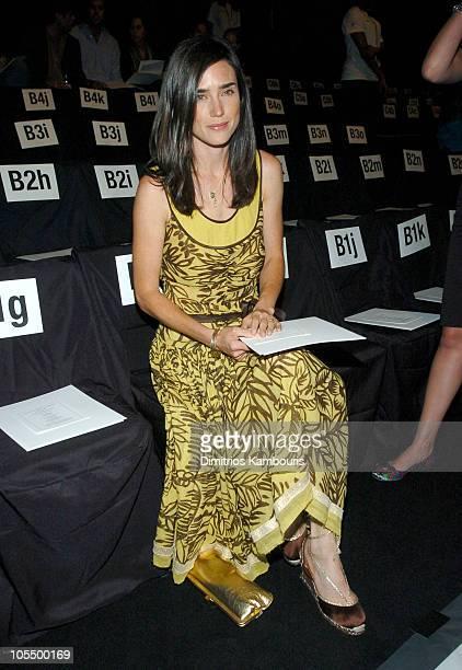 60 Top Olympus Fashion Week Spring 2005 Vera Wang Front Row