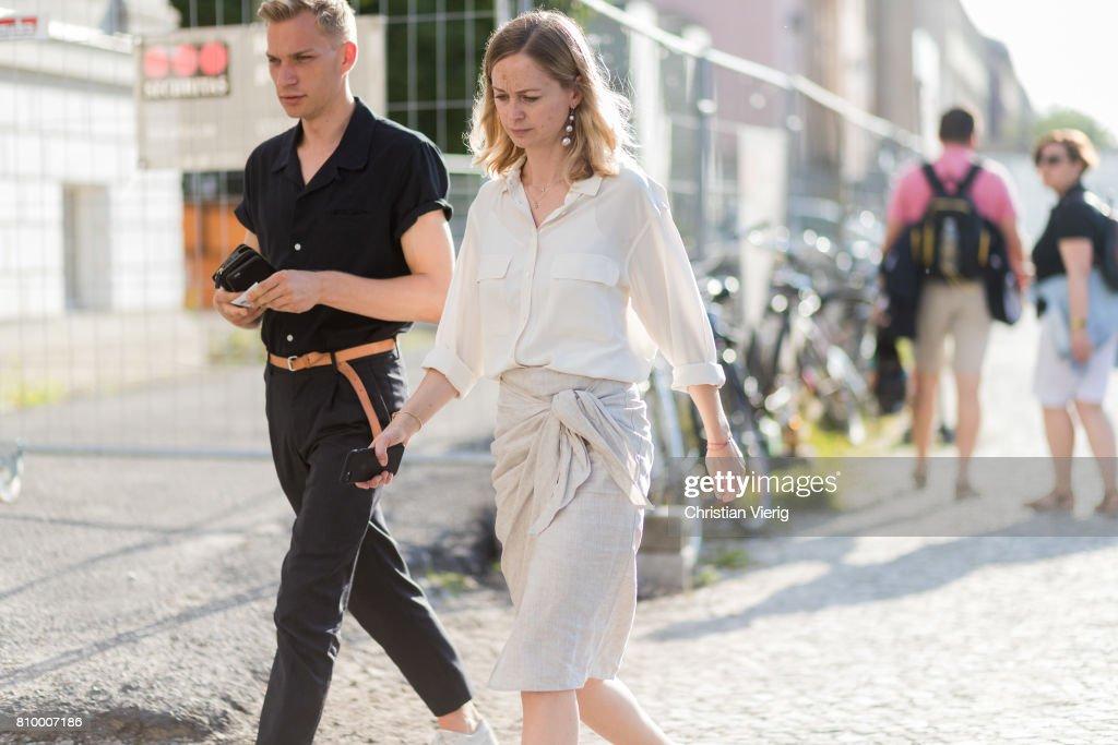 Street Style Day 3 - Mercedes-Benz Fashion Week Berlin Spring/Summer 2018 : News Photo