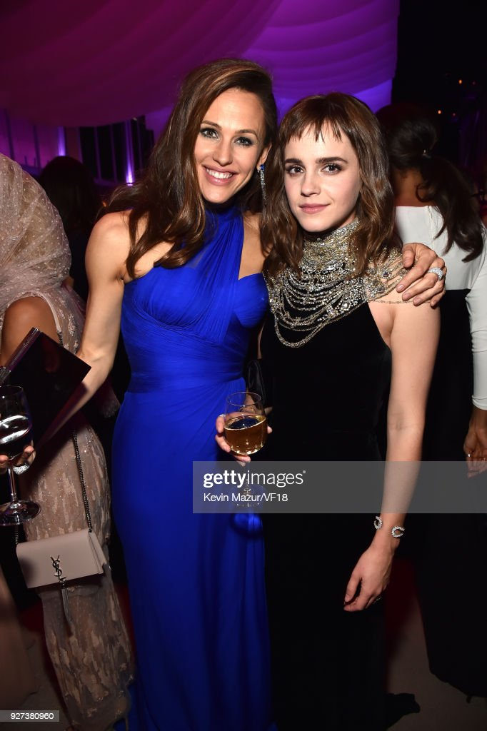 Jennifer Garner and Emma Watson attend the 2018 Vanity Fair Oscar Party hosted by Radhika Jones at Wallis Annenberg Center for the Performing Arts on March 4, 2018 in Beverly Hills, California.