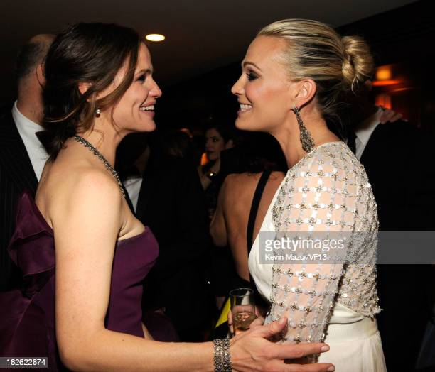 Jennifer Garner and Molly Sims attend the 2013 Vanity Fair Oscar Party hosted by Graydon Carter at Sunset Tower on February 24 2013 in West Hollywood...