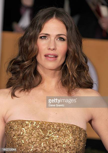 Jennifer Garner arrives at the 19th Annual Screen Actors Guild Awards at The Shrine Auditorium on January 27 2013 in Los Angeles California