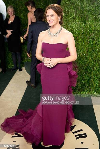 Jennifer Garner arrives for the 2013 Vanity Fair Oscar Party on February 24 2013 in Hollywood California AFP PHOTO / ADRIAN SANCHEZGONZALEZ