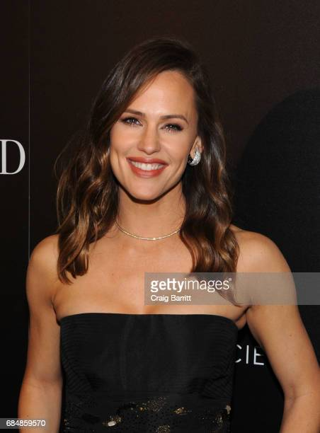 Jennifer Garner attends a special screening of Wakefield hosted by FIJI Water and the Cinema Society at Landmark Sunshine Cinema on May 18 2017 in...