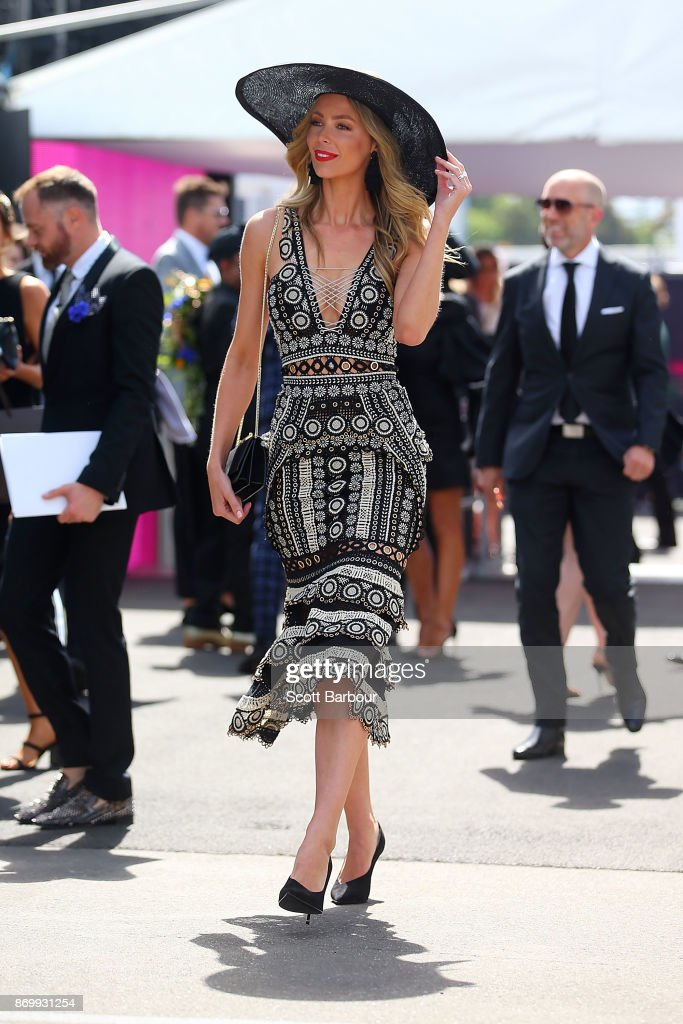 Jennifer Hawkins arrives at the MYER Marquee on Derby Day at Flemington Racecourse on November 4, 2017 in Melbourne, Australia.