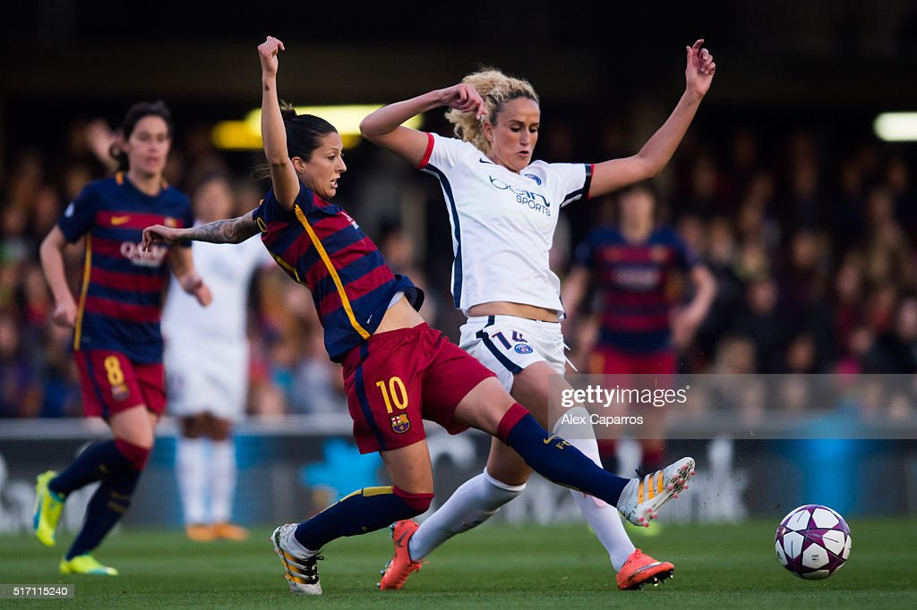 Jennifer Hermoso (L) of FC Barcelona and Kheira Hamraoui of Paris Saint-Germain fight for the ball during the UEFA Women's Champions League Quarter Final first leg match between FC Barcelona and Paris Saint-Germain at Miniestadi on March 23, 2016 in Barcelona, Spain.