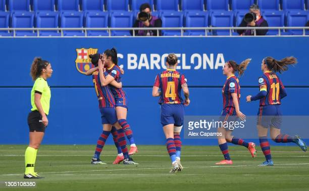 Jennifer Hermoso of FC Barcelona celebrates with Leila Ouahabi, Maria Leon, Mariona Caldentey and Alexia Putellas after scoring their side's first...