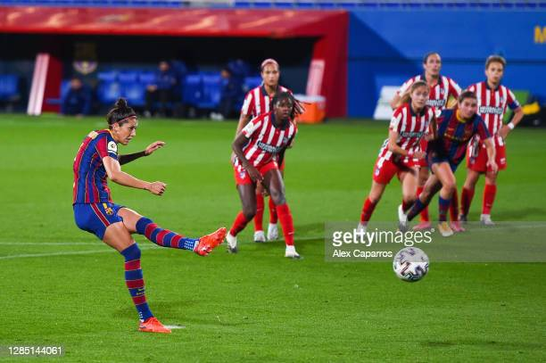 Jennifer Hermoso of FC Barcelona scores his team's second goal from the penalty spot during the La Liga Iberdrola match between FC Barcelona and...