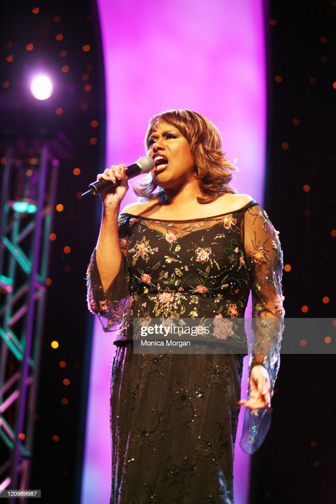 Jennifer Holiday performs at the 21st National Black Engineer of The Year Awards : News Photo