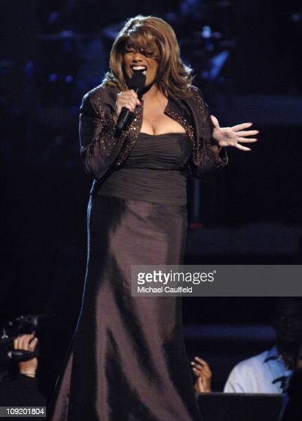 Jennifer Holliday performs And I Am Telling You I'm Not Going