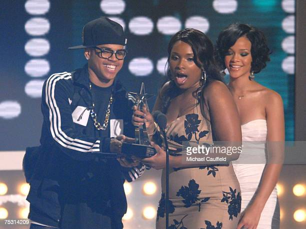 Jennifer Hudson accepts Best Actress award from presenters Chris Brown and Rihanna