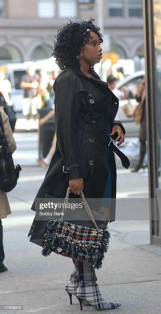 """Sarah Jessica Parker and Jennifer Hudson on Location for """"Sex and the City: The Movie"""" - September 25, 2007 : News Photo"""
