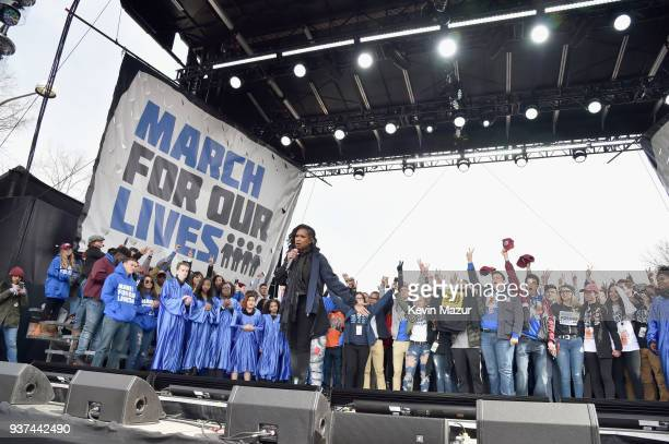 Jennifer Hudson performs osntage with students at March For Our Lives on March 24, 2018 in Washington, DC.
