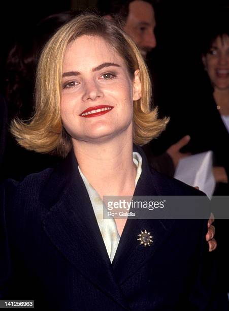 Jennifer Jason Leigh at the Premiere of 'Single White Female', Mann National Theatre, Westwood.