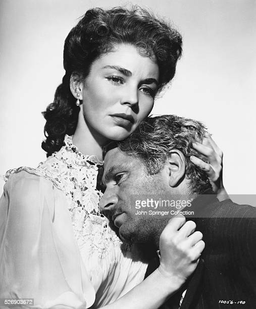 Jennifer Jones as Sister Carrie Meeber and Laurence Olivier as George Hurstwood in the 1952 film Carrie