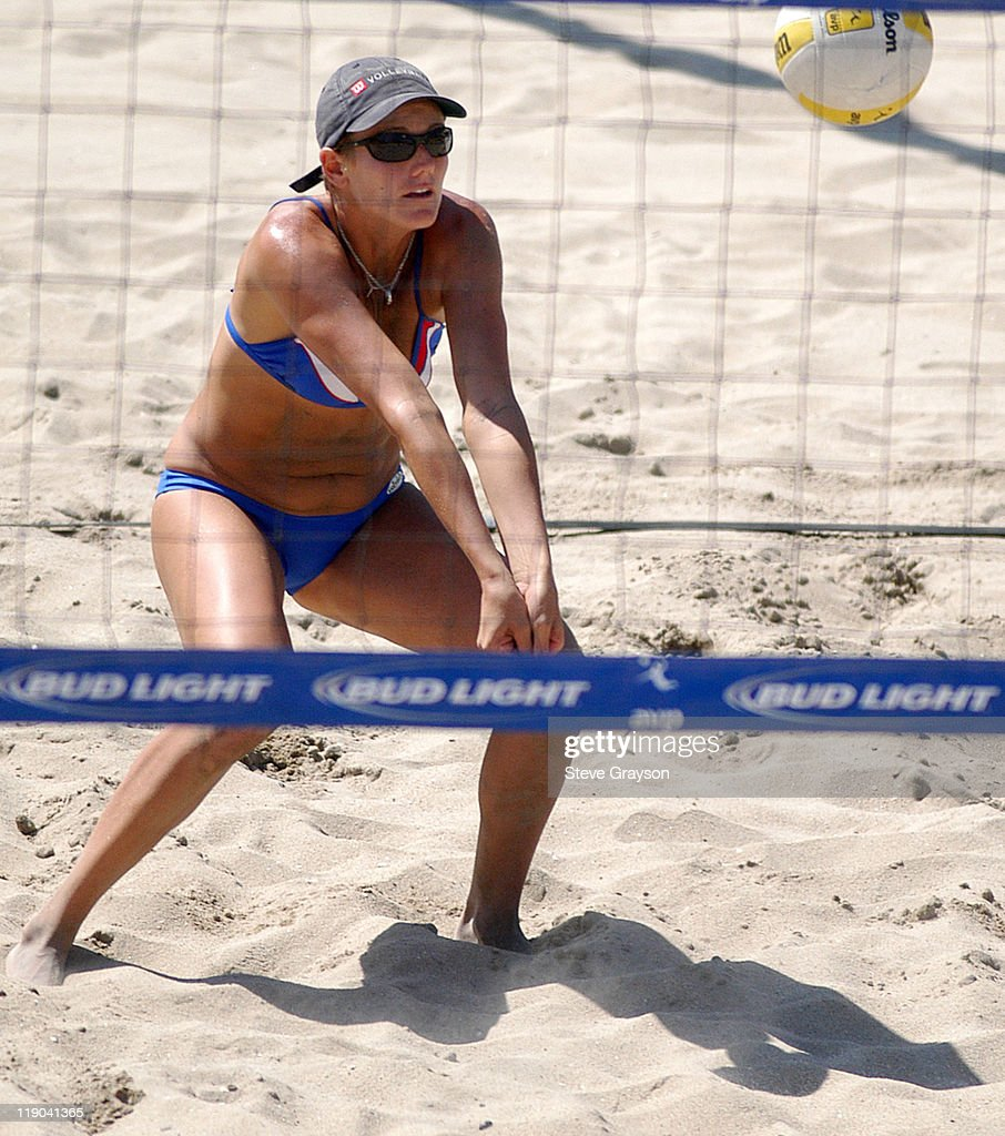 Jennifer Kessy in action during the women's final of the 2004 AVP Nissan Series Hungting Beach Open at the Huntington Beach Pier, May 30, 2004.