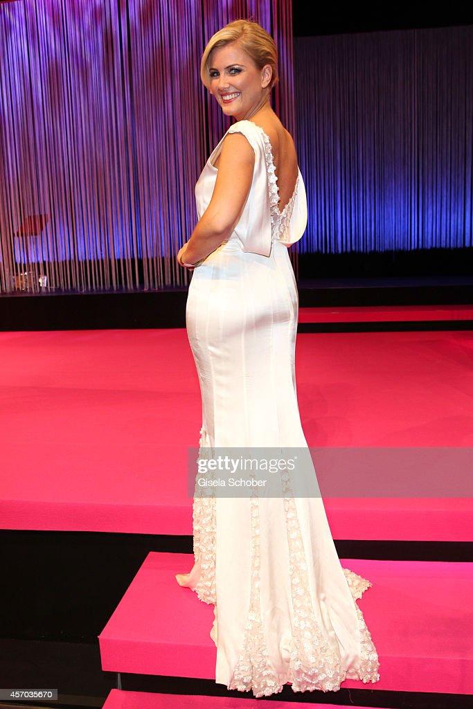 the latest 0a2c6 19c0a Jennifer Knaeble wearing a dress of Guido Maria Kretschmar ...