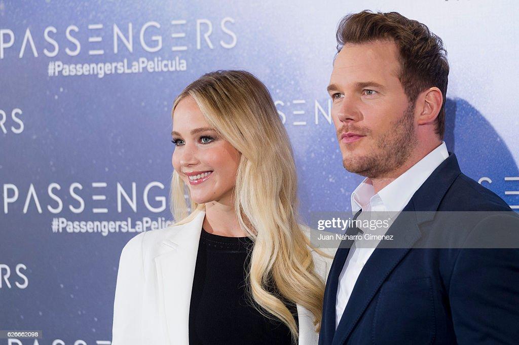Jennifer Lawrence and Chris Pratt Attend 'Passengers' Madrid Photocall : ニュース写真