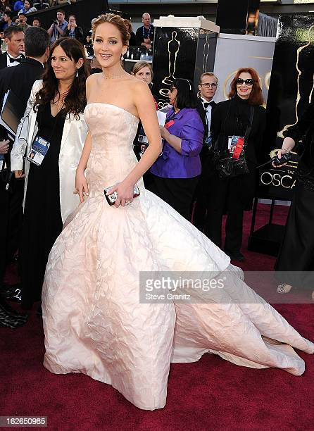 Jennifer Lawrence arrives at the 85th Annual Academy Awards at Dolby Theatre on February 24, 2013 in Hollywood, California.