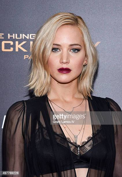 """Jennifer Lawrence attends """"The Hunger Games: Mockingjay - Part 2"""" premiere at AMC Loews Lincoln Square 13 theater on November 18, 2015 in New York..."""