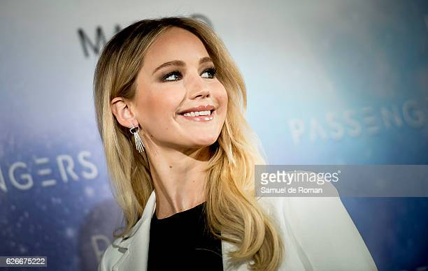 Jennifer Lawrence attends the 'Passengers' Madrid Photocall on November 30, 2016 in Madrid, Spain.
