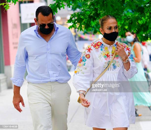 Jennifer Lopez and Alex Rodriguez wear protective face masks on August 05 2020 in New York City