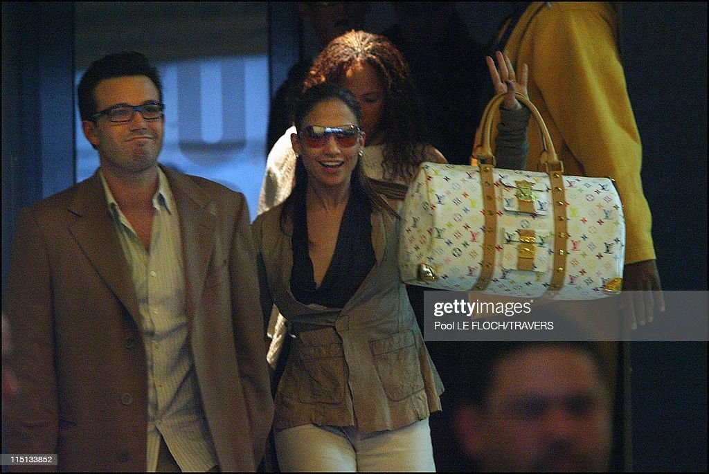 Jennifer Lopez And Ben Affleck Shopping In Paris, France On April 08, 2003. : News Photo