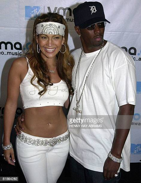 Jennifer Lopez and Puffy Combs pose for a picture as they enter the MTV Video Music Awards 07 September 2000 in New York AFP PHOTO/Henny Ray ABRAMS