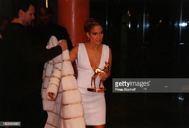 Jennifer Lopez ARDLive 52BambiVerleihung Hotel EstrelConvention Center Berlin Deutschland Europa Preis KleidPelzmantel