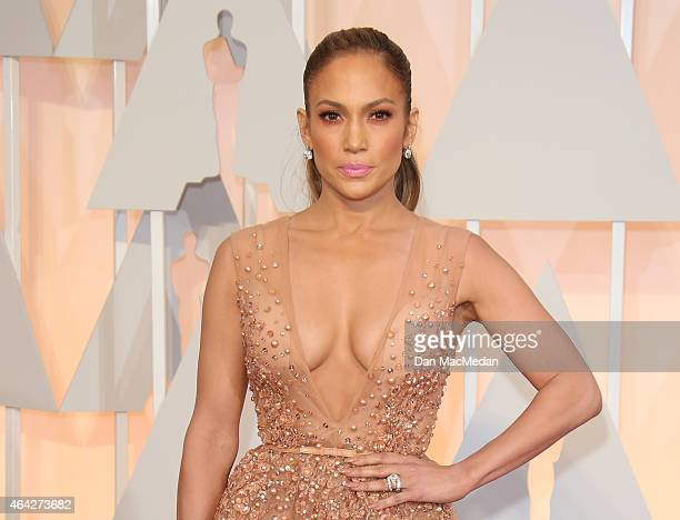 Jennifer Lopez arrives at the 87th Annual Academy Awards at Hollywood & Highland Center on February 22, 2015 in Los Angeles, California.