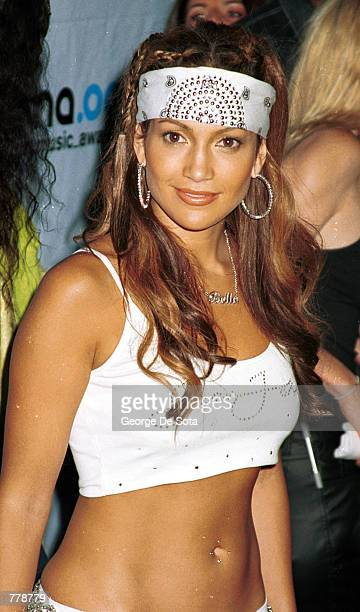 Jennifer Lopez arrives for the 2000 MTV Video Music Awards September 7 2000 at Radio City Music Hall in New York City