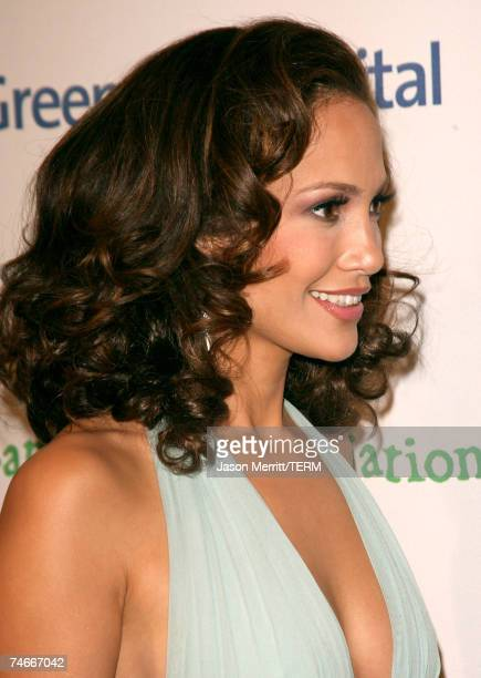 Jennifer Lopez at the Singers and Songs Celebrate Tony Bennett's 80th to Benefit Paul Newman's Hole in the Wall Camps - Arrivals at Kodak Theater in...