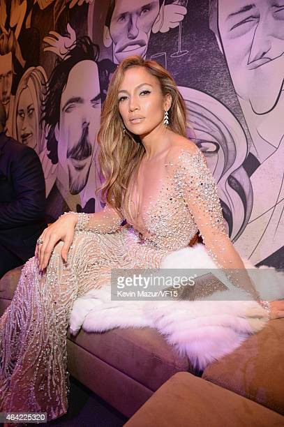 Jennifer Lopez attends the 2015 Vanity Fair Oscar Party hosted by Graydon Carter at the Wallis Annenberg Center for the Performing Arts on February...
