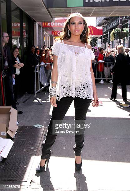 Jennifer Lopez during Jennifer Lopez Signs Copies of Her Spanish Album 'Como Ama Una Mujer' at FYE in the Bronx March 28 2007 at FYE Jerome Avenue in...