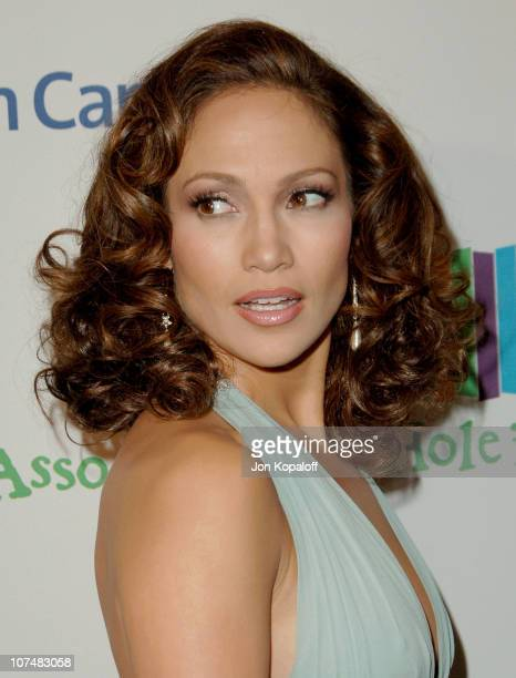 Jennifer Lopez during Singers and Songs Celebrate Tony Bennett's 80th to Benefit Paul Newman's Hole in the Wall Camps Arrivals at Kodak Theater in...