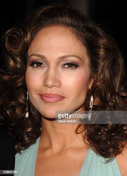 Jennifer Lopez during Singers and Songs Celebrate Tony Bennett's 80th to Benefit Paul Newman's Hole in the Wall Camps - Backstage and Audience at...