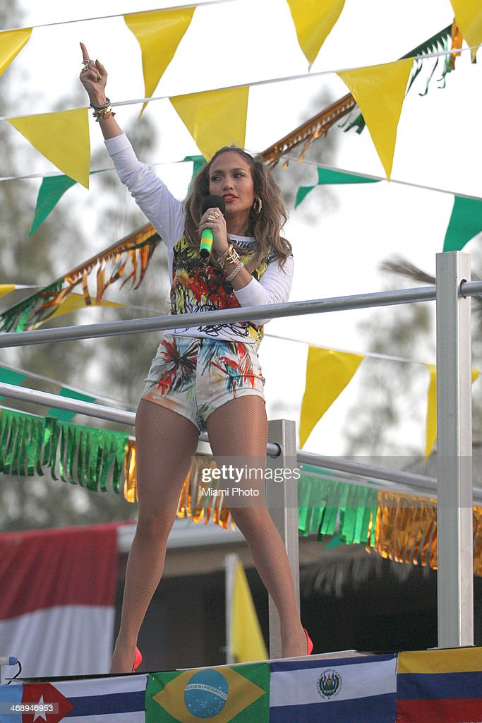 Jennifer Lopez enter caption here on February 11, 2014 in Fort Lauderdale, Florida.